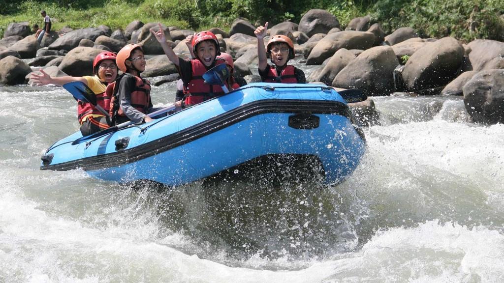 Arung-jeram-sungai-elo