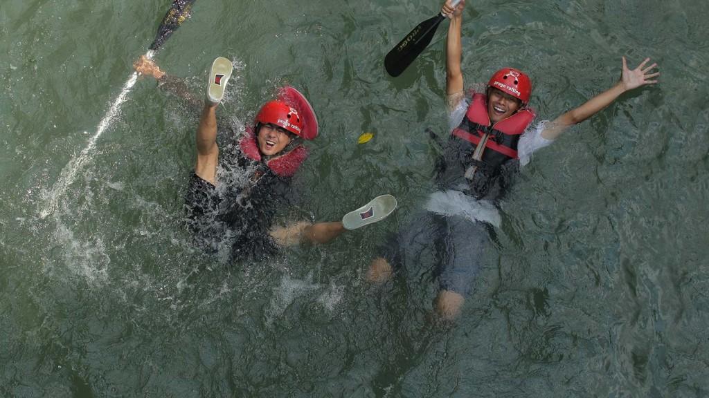 berenang-arung-jeram-sungai-Elo