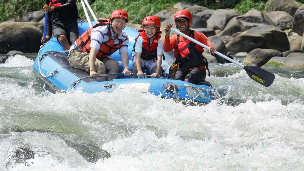 paket-Arung-jeram-sungai-elo